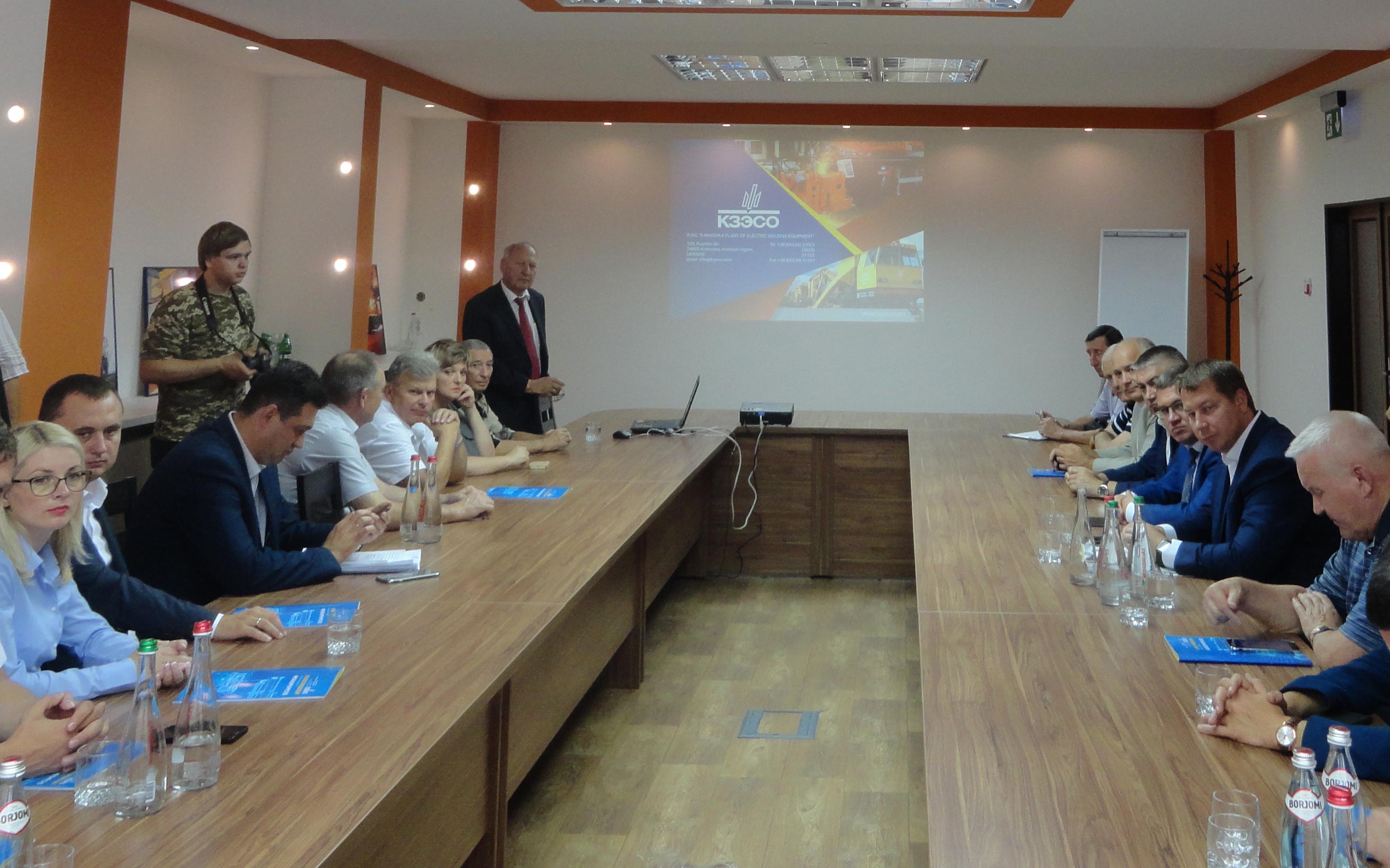ГлаваХерсонскойОГААндрейГордеев, его первый заместитель Евгений Рыщук в составе большой делегации впервые посетили флагман машиностроения Украины